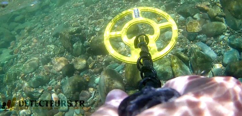 Le détecteur White's TDI Beach Hunter à la plage
